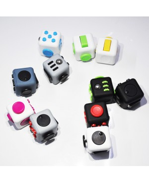 Factory Wholesale Magic Fidget Cube Fingertip Gyro Desk Toy Mixed Color